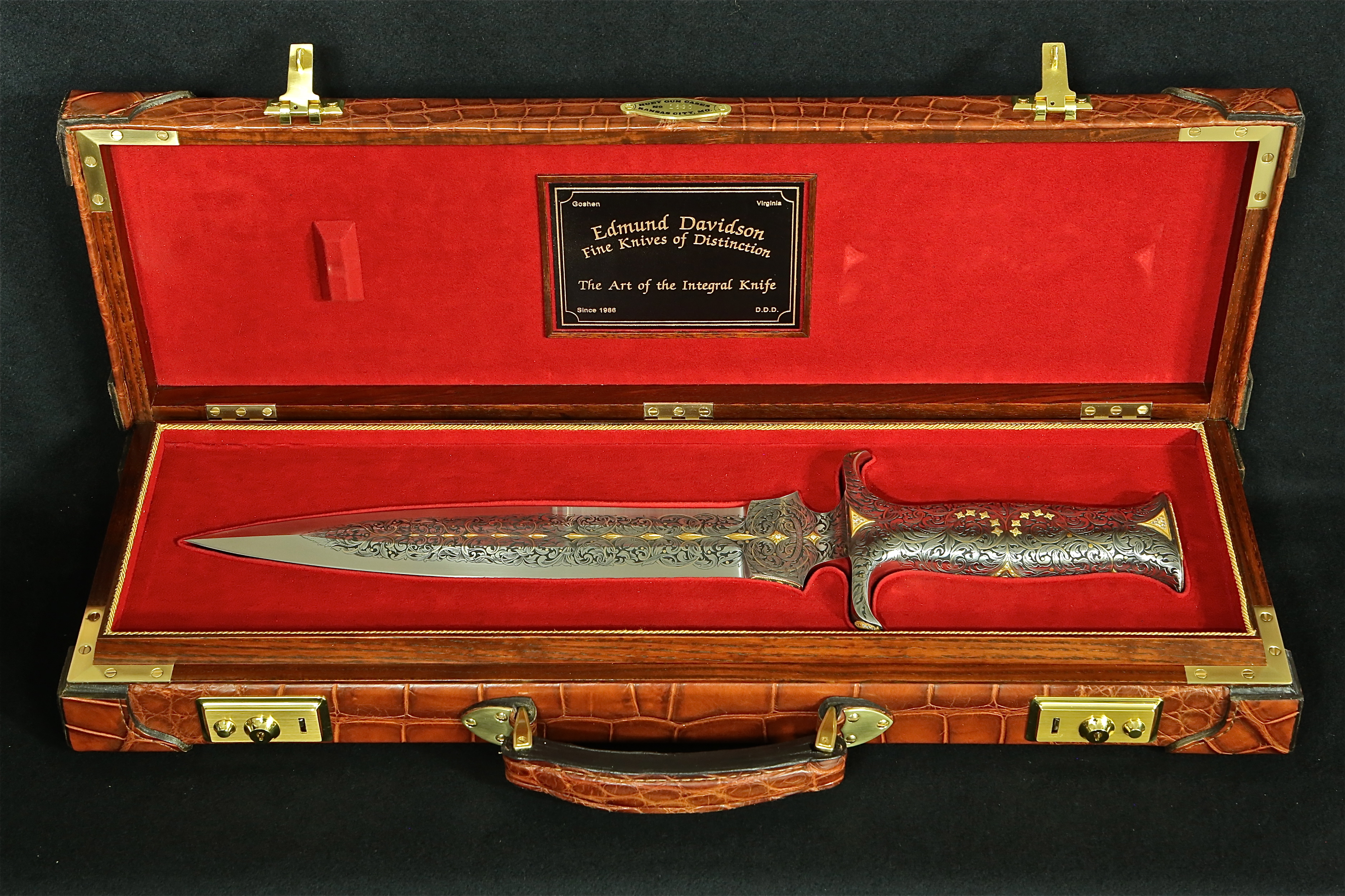 Large Bowie knife in Alligator case