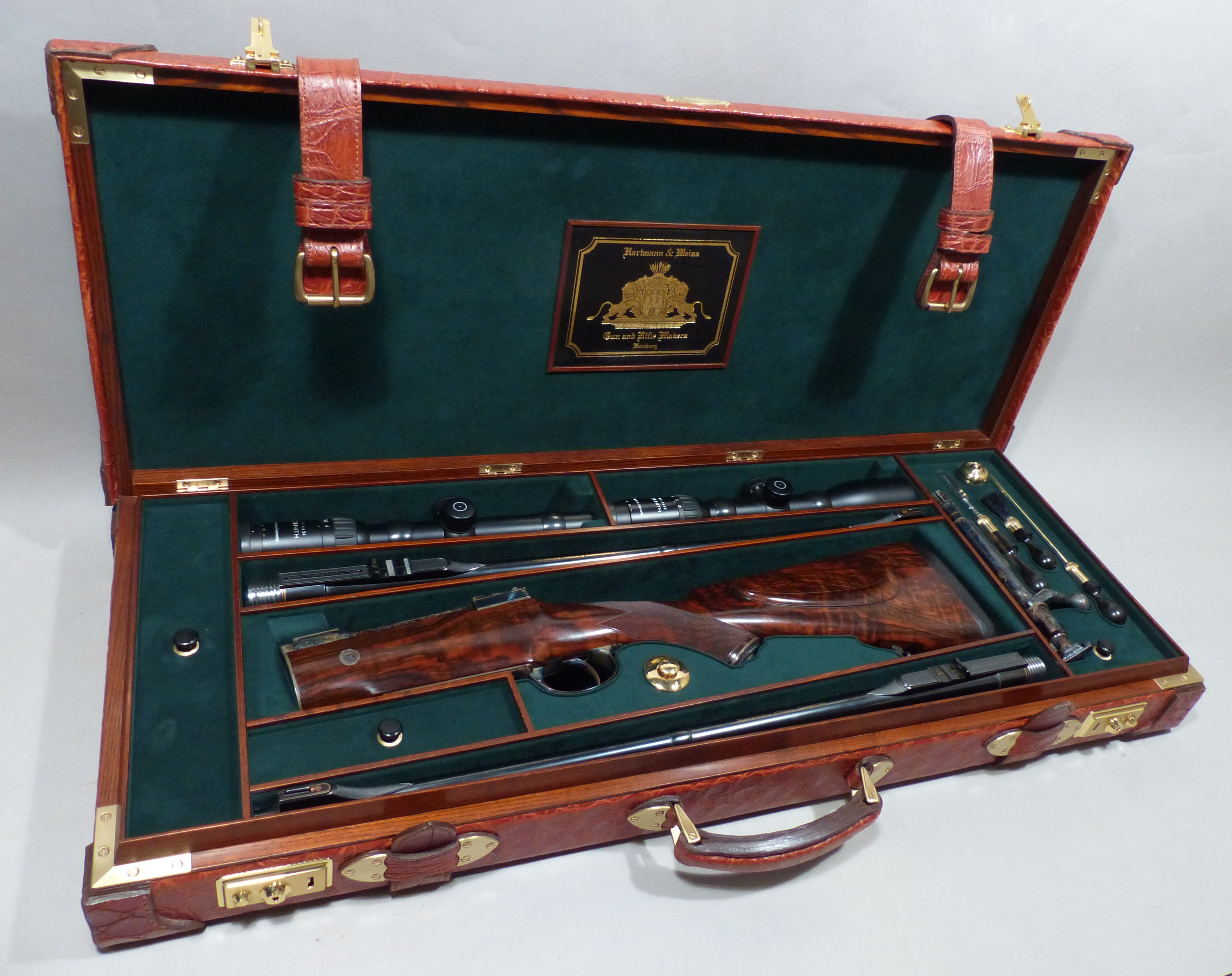Trunk case for takedown bolt rifle